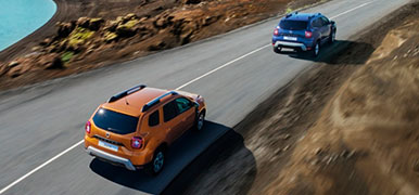 dacia-duster-orange-och-bla